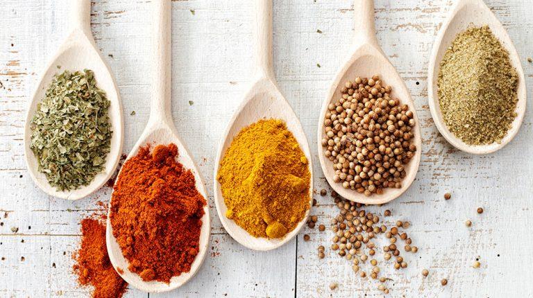Especias saludables que puedes consumir sin miedo a perder la línea